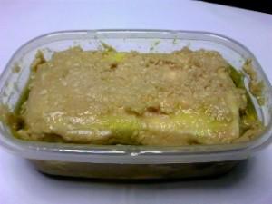 水切りした豆腐をガーゼに包み、味噌とオイルで漬けました。