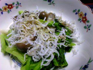塩味はしらすで十分ですが、お好みで醤油を菜の花オイルと混ぜてどうぞ