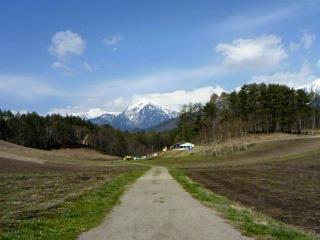 中山高原からみる蓮華岳はスリムな形です