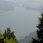 木崎湖の南部を見下ろす
