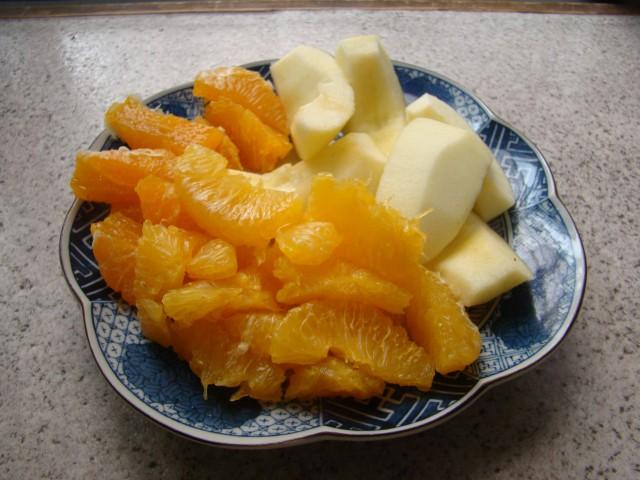 リンゴ(右上)、甘夏(手前)、デコポン(左上)