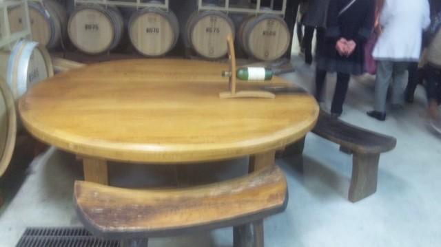 樽で作ったテーブルといす